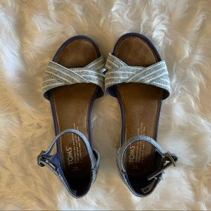Toms girls sandals blue with stripes sz 2